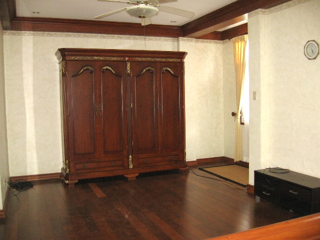 4-bedrooms-house-in-banawa-cebu-city-partially-furnished